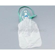 Máscara médica de oxígeno con bolsa de depósito