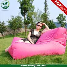 Комфортабельный босоногий большой диван-кровать