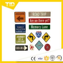 Camino muestra etiqueta reflectante para la seguridad del tráfico
