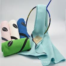 Melhores itens de venda Microfibra toalha de viagem esportiva altamente absorvente com mosquetão