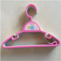 Conjunto de perchas de plástico para accesorios de bebé