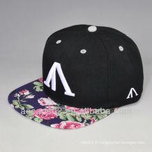 Chapeau de broderie en tissu floral