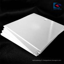 Étiquette accrochante blanche de haute qualité de papier d'habillement de carton de conception faite sur commande de Reycled avec le logo