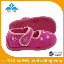 Sapatas de bebê da forma China