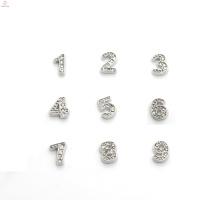 Breloques faites sur commande de logo en métal, charmes de lettre de diamant, charmes de nombre de diamant
