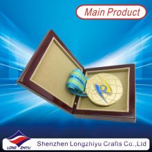 Cazaquistão medalha de ouro redondo esmalte suave 3D Globe Medal Design fita de cetim com caixa de madeira Medalha (lzy2013-00003)