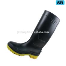 Ботинки дождя pvc для людей черные дешевые ботинки безопасности