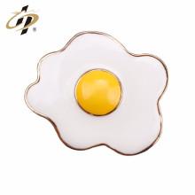 China fábrica atacado novos produtos de design ovo forma latão esmalte pin lapela