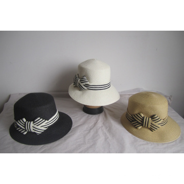 Chapéu assimétrico de trança de papel