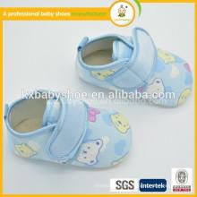 Zapatos baratos de la tela de algodón del bebé del recién nacido