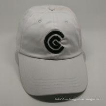El diseño del bordado de las ventas al por mayor diseña la gorra de béisbol blanca de 6 paneles