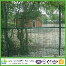 Прочный, хорошо выглядящий забор из проволочной сетки для сада