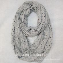 Forme el invierno del autimn santifica hacia fuera la bufanda sólida del infinito