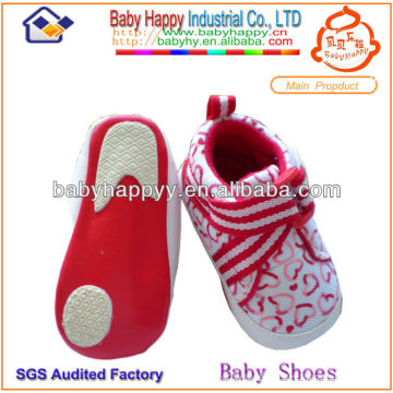 Wholesale nice design pink heart shape girl baby sport shoes
