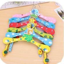 Hermoso colorido encantador patrón de madera para niños colgador de sombrero