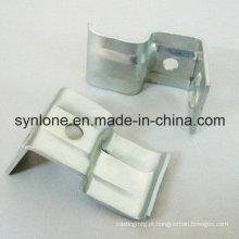 Peças de carimbo de aço personalizadas projeto do desenho com chapeamento do zinco