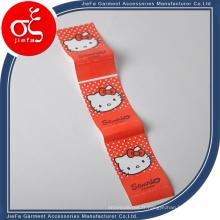 L'étiquette mignonne de Hello Kitty a imprimé l'étiquette de Polyster d'impression de logo / marque