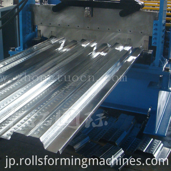 Floor deck roll forming machine (21)