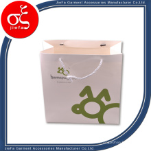 Sac d'emballage de vêtements bon marché fait sur commande et sacs-cadeaux avec des poignées