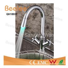 China Wasserhahn LED Dule Corss Griff farbige Spüle Wasserhahn
