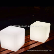 cubo de LED al aire libre
