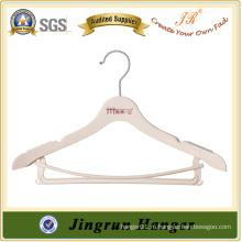 Белая вешалка для одежды с нижним стержнем