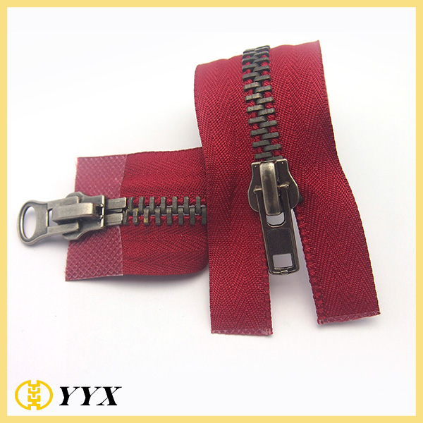 zipper with 2 sliders