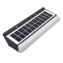 Luz de noche solar con panel solar.