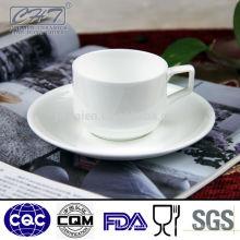 Antiguos porcelana taza de té y platillo