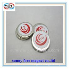 Постоянный круглый магнит с цвета стикер