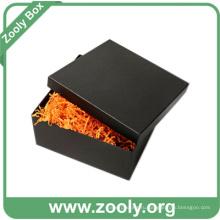 Подарочная коробка из картона с черным квадратом с крышкой