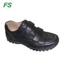 PU Kunstleder Männer Schuhe anziehen