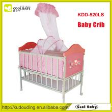 China Hersteller NEU Design Eisen Baby Krippe In Imitation der hölzernen Babybett mit Moskitonetz Babybett kann verlängert werden