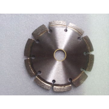 Diamond saw blade for cutting concrete
