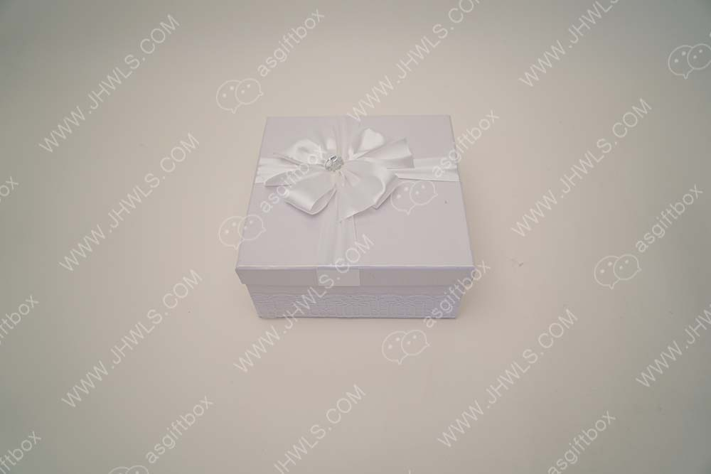 Lace Cosmetics Gift Box