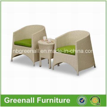 Круглый стол и набор стульев из ротанга