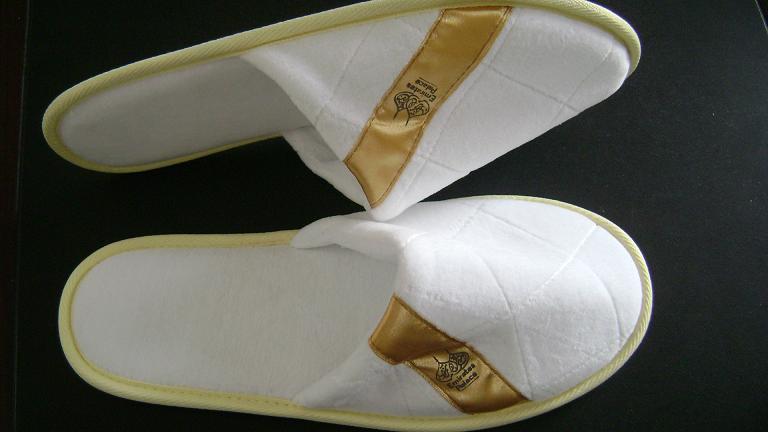 5 Star Hotel White Velour Close Toe Slipper