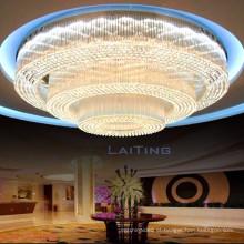 Luz grande do candelabro do teto do salão de banquete do hotel