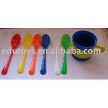 Lehre Aids Spielzeug Pädagogik --- Tassen und Löffel
