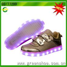 Рождественские подарки СИД Проблескивая обувь, которые загораются для детей