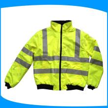 Arbeitsschutzkleidung mit sichtbarer Klebeband