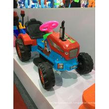 2016 El bebé de la manera embroma el paseo eléctrico del coche del tractor en la batería
