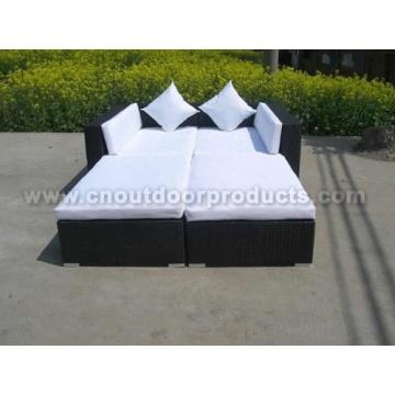 Sofá de jardín de mimbre del patio