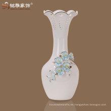 jarrón de cuello largo a buen precio para decoración de mesa de hotel con material de cerámica
