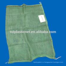 Рециркулированная пластичная упаковка дров в сетки мешки
