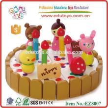 Juguete de madera de la torta de cumpleaños