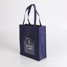 bolso de compras manejado no tejido ambiental