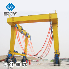 Movable yacht crane for lifting boat, Hauling the yacht machine More questions, please send message to me!
