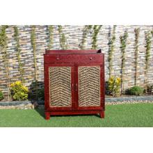Mobiliário em vime de jacinto de água e móveis de madeira
