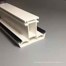 Perfis de PVC de cor branca de leite